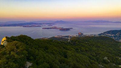 Casamicciola Terme se sopkou Monte Rotaro