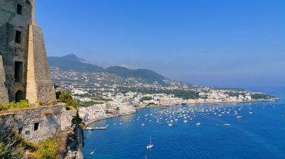Z Ischia Porto až k Aragonskému hradu
